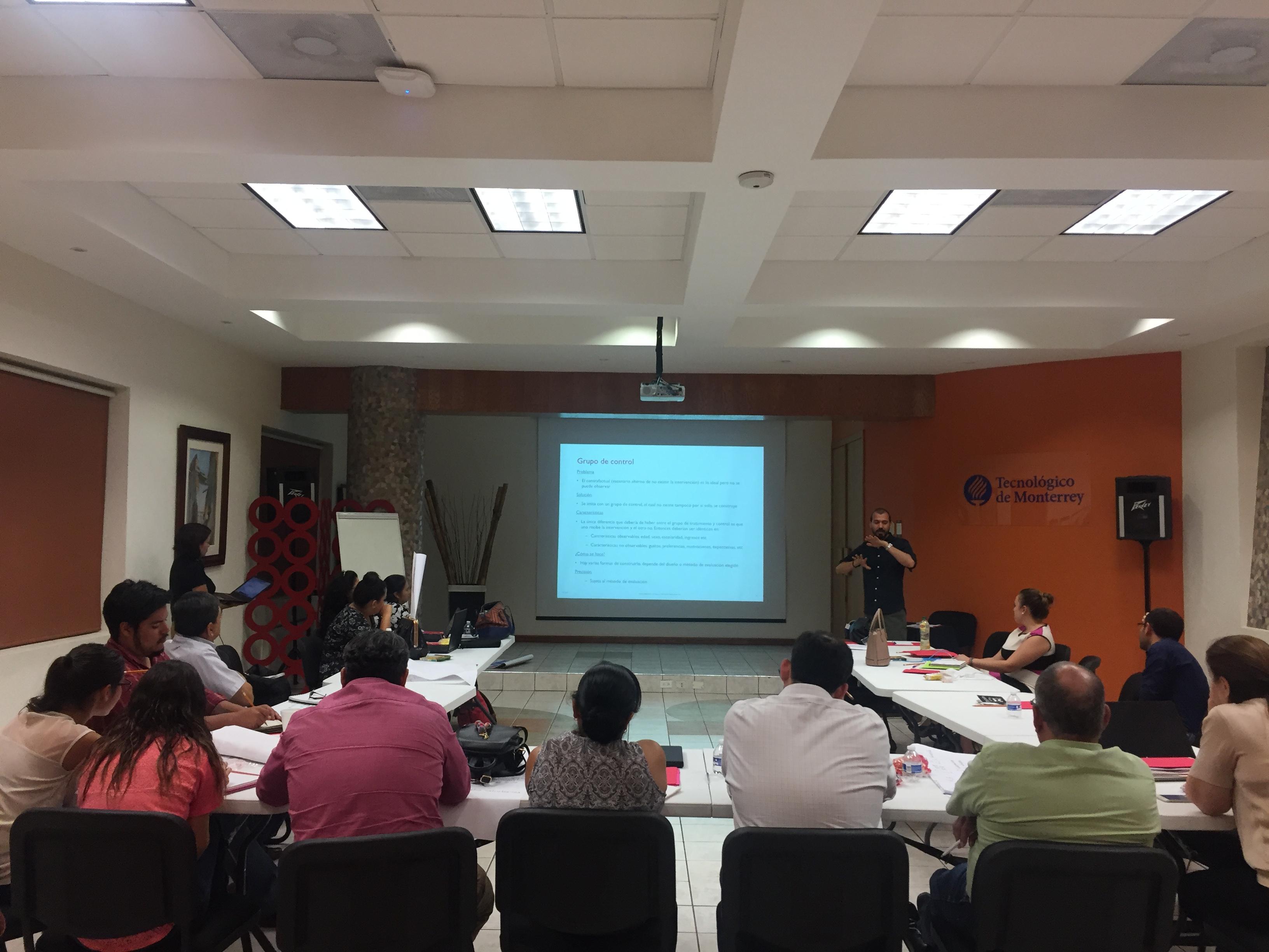 """Personal del Consejo Ciudadano recibe capacitación """"Teoría de cambio y construcción de indicadores y fortalecimiento al plan de monitoreo y evaluación"""""""